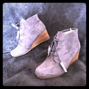 NWT Dr. Scholls wedge bootie in faux gray suede.